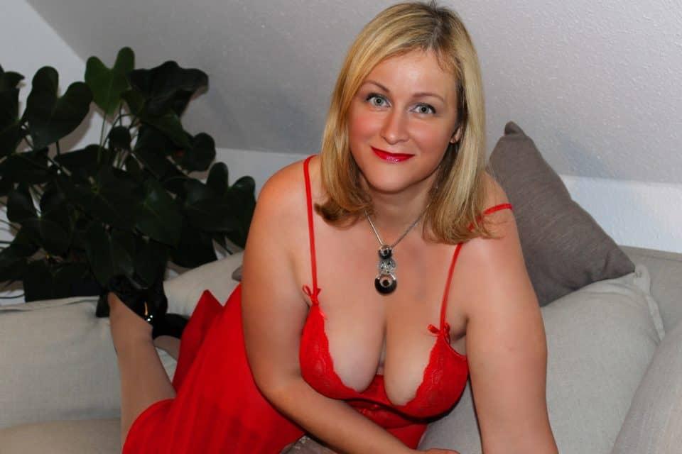 SexyLeni - Milf mit DD-Titten